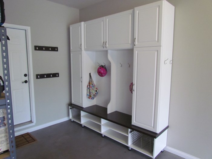 Mud rooms atlanta closet for Garage mudroom designs