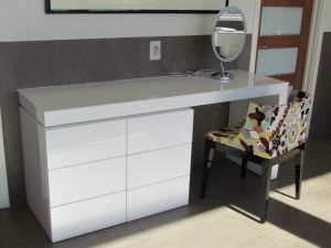 Glossy Modern Dressing Table
