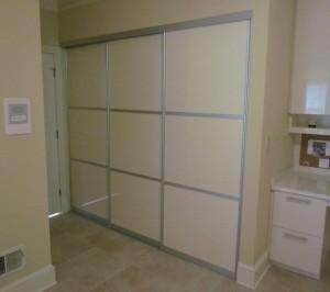Closed Sliding Aluminum Laundry Doors
