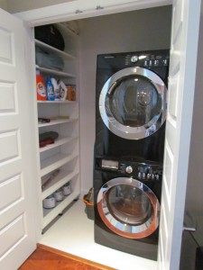 Laundry Closet with Washing Machines, Shelves and Aluminum Legs