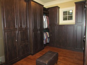 Large Walk-in w Closed Cabinets