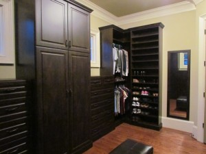 Dark Wood Grain Walk-in Closet w Crown