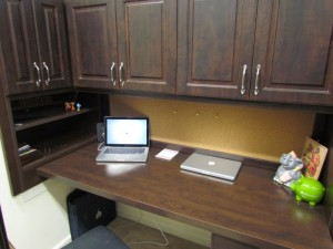 Dark Woodgrain Desk Nook