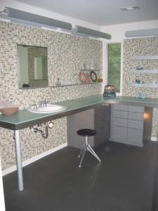 Sleek Tiled Bath