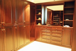Cherry Walk-in w Large Mirrored Hutch